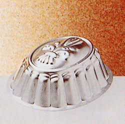 Oval form med lilja 15 cm 0.5 L